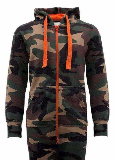 Camouflage legerprint onesie detail